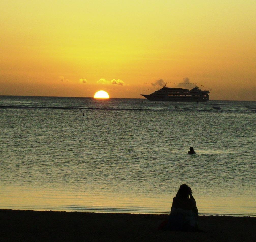 A quiet and peaceful Sunset at Ala Moana Beach Park-Kaka'ako area