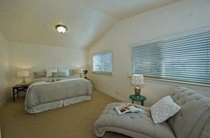 Large Master Bedroom with high ceilings, Diamond Head Views and
