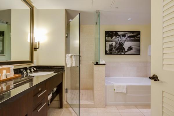 #825 Bathroom