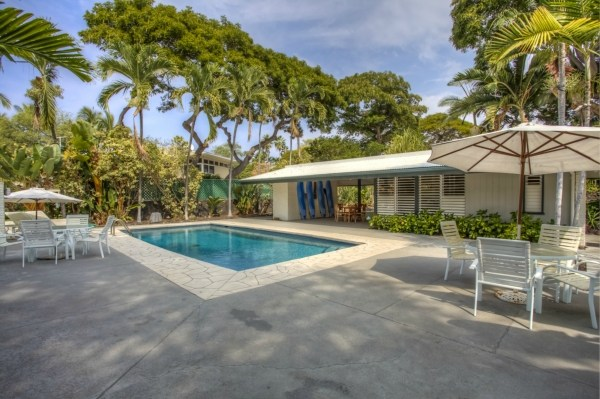 Hawaii Oceanfront Auction - Pool and Pool house