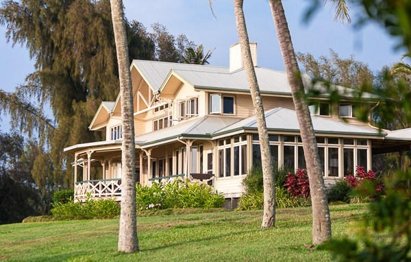 Property with guest house ocean views on acreage near Hawi
