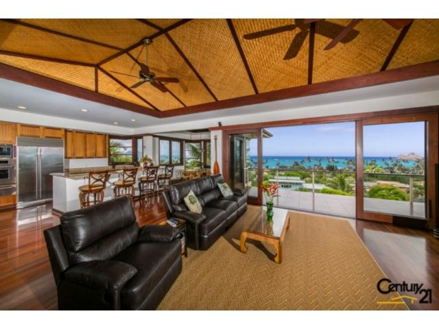 Expansive views of the Mokulua Islands and beyond.