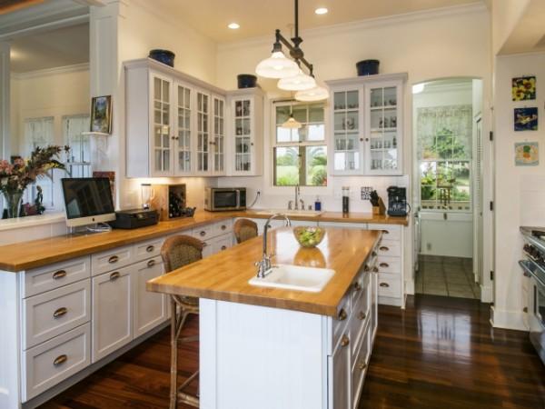 1152290_Kitchen--amp--Dining-Area_640x480