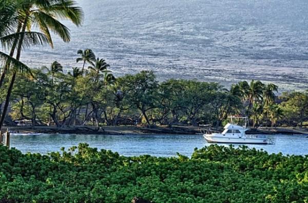 Anae'hoomaulu Bay