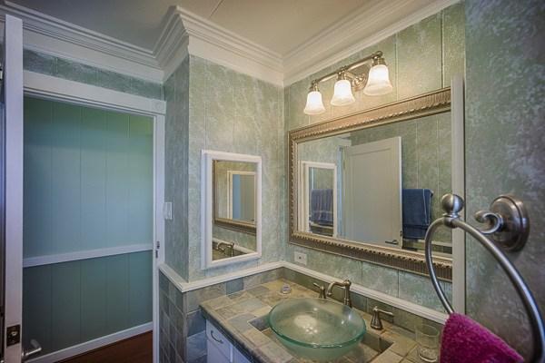 Beverly MLS 264970 upstairs bathroom