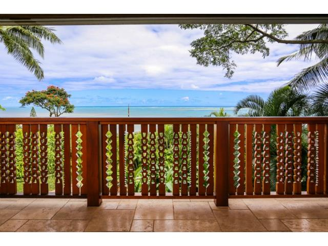 Close up of the carved, wood Lanai railing. This is also based o