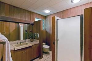 Ossipoff Bathroom at Hakaka Place