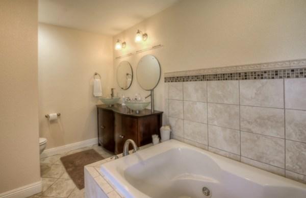 Bev MLS 282000 Kalopa 3.30.15 master bath room