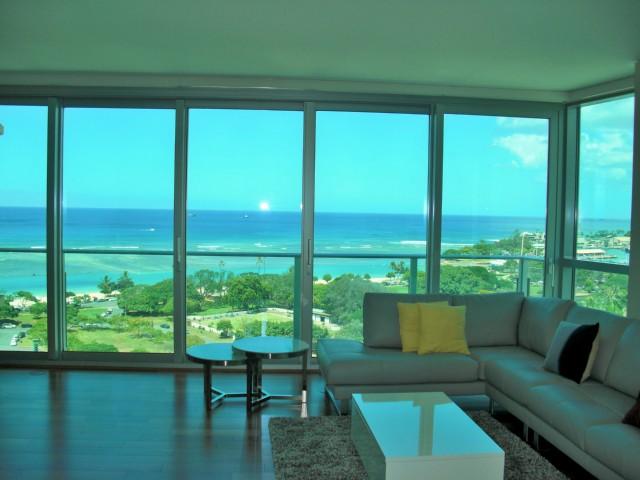 Hokua 15A Living Room and View