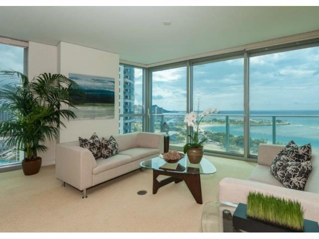 Hokua 20G Living Room and View