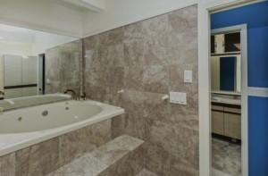 Marble Bath in Preis Home