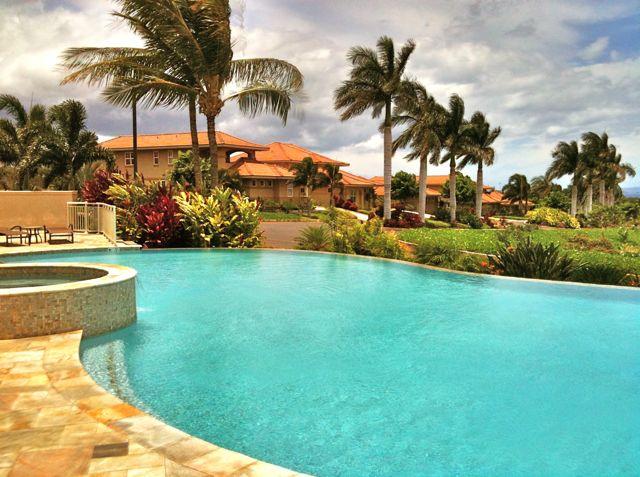poolside at Hokkulani Golf Villas