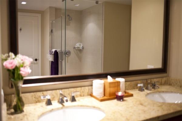 Hokulani 618 Bathroom