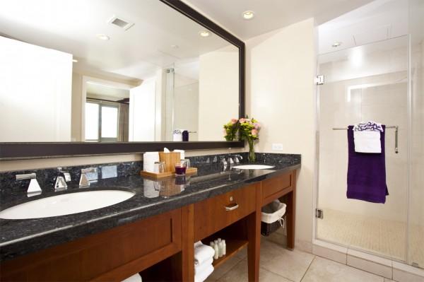Hokulani 1034 bathroom
