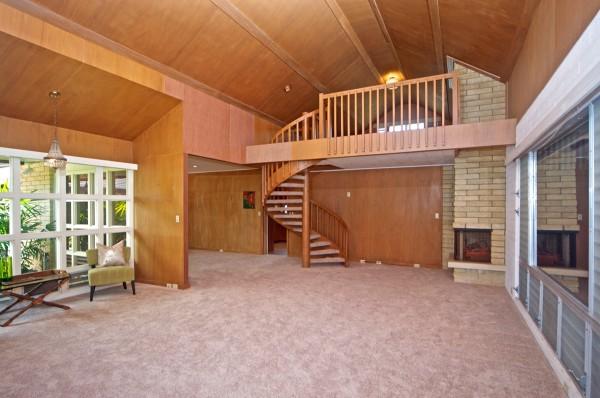 1044 Waiholo Living Room