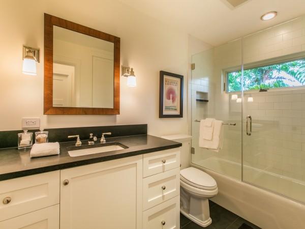Bathroom_x_2103646