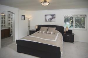 Peninsula Master Bed with Marina View