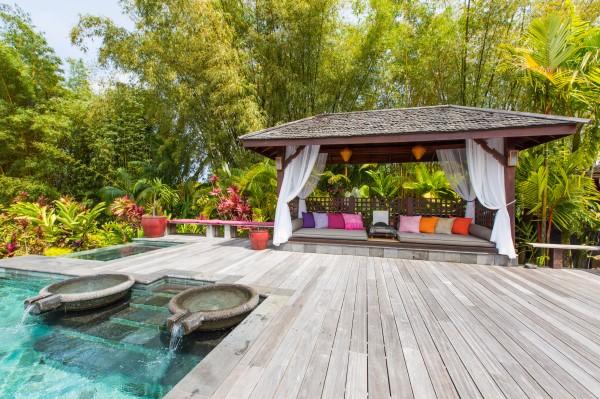 Lanai-Lounge---Pool.jpg_high_2189109