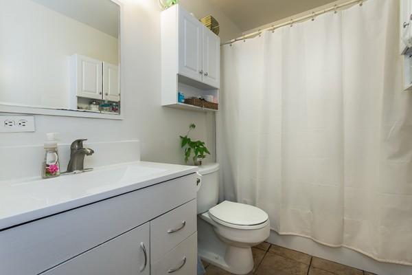 Pikake Manor bathroom