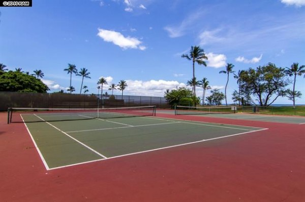 Luana Kai B106 tennis court