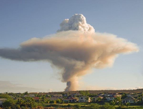 Fotosearch_k7551530smoke plume