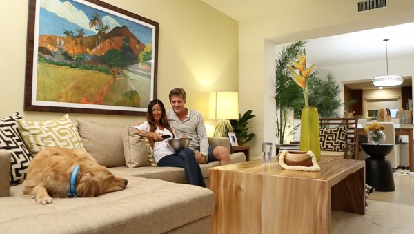 couple-in-living-room-with-dog-600x339