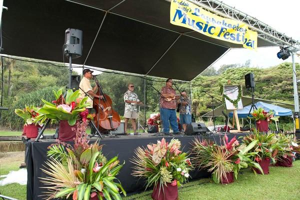Laupahoehoe performers